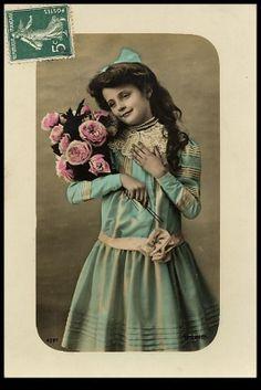 **FREE ViNTaGE DiGiTaL STaMPS**: Free Vintage Postcard Downloads - Girls 'n Roses