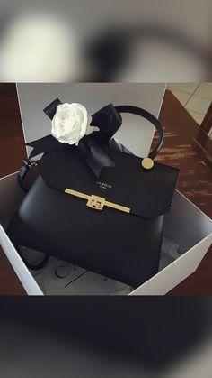 Handbag Stores, Hermes Kelly, Satchels, Bags, Fashion, Handbags, Moda, Fashion Styles, Hermes Kelly Bag