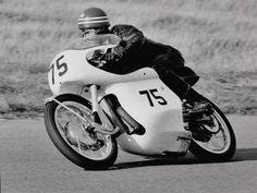 Moto Guzzi, Alfa Romeo, Cars And Motorcycles, Racing, Bike, Vehicles, Motorbikes, Running, Bicycle