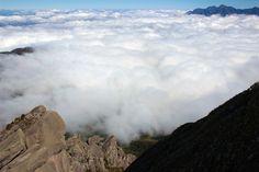 prateleiras mar de nuvens a bussola quebrada