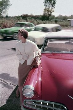 Great sense of motion - and style - in this shot from January 1954. #vintage #fashion #1950s #cars