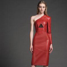 A versatilidade  dos vestidos de couro é indispensável nesta temporada. #TufiDuek #FW16 #Party