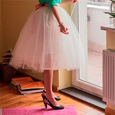 Tulle skirt is usually associated with lightness, chic and style. Try to make one with few easy steps!