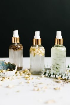 DIY essential oil room sprays are an easy, natural way to freshen up around the . - DIY essential oil room sprays are an easy, natural way to freshen up around the . DIY essential oil room sprays are an easy, natural way to freshen . Do It Yourself Upcycling, Essential Oils Room Spray, Diy Candles Essential Oils, Diy Essential Oil, Essential Oil Brands, Making Essential Oils, Pure Essential, Aerosoles, Leave In