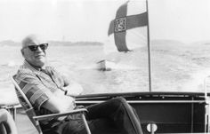 "Kekkos-tutkija Kekkos-tutkijasta: ""Valehtelija""   Uusi Suomi Former President, Politicians, Finland, Leadership, Baby Strollers, Presidents, Nostalgia, Children, Babyshower"