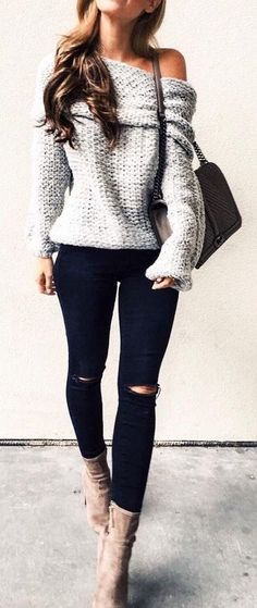 Street style | Off the shoulder oversize sweater with black pants and ankle boots Chunky Sweater Outfit, Chunky Sweaters, Sweater Dress Outfit, Knitting Sweaters, Fall Sweaters, Sweater Boots, Slouchy Sweater, 2017 Autumn Fashion Trends, Spring 2017 Hair Trends