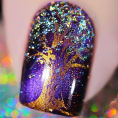 Give your nails a spectacular rainbow holo effect with these holographic nail flakies.