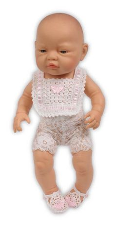 Prachtig gehaakt slabbetje met gehaakte slofjes (Roze) Kijk ook eens op onze website daar vind je nog veel meer leuke dingen Onesies, Gloves, Website, Kids, Baby, Fashion, Children, Boys, Moda