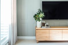 Long Jetty Reno by Kyal & Kara. Loughlin Furniture custom made entertainment unit. Gorgeous styling by Kara Demmrich. White Wall Paneling, White Walls, Kyal And Kara, Tv Entertainment Units, Diy Blinds, Home Theater Rooms, Curtain Designs, Tv Unit, Home And Living