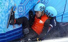 ezt választottam újabb nap képének Szocsiból Téli olimpia témájú írások a blogomon -> http://blog.volgyiatitla.hu/tag/olimpia-szocsi #fotó #sportfotó #sajtófotó #szocsi #sochi2014 #skating #speedskating  A holland Sjinkie Knegt és a koreai Se Young Park ütközése az 1500 méteres Rövid Pályás Gyorskorcsolya B döntőjében a Téli Olimpián Socsiban. Fotó: Streeter Lecka/Getty Images