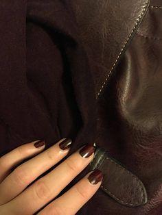 Autumn fashion colors #wine #burgundy #mahagony #handbag #scarf #nails #autumncolors #fashion