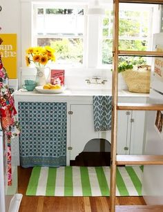 Small, studio apartment kitchen, I love the colours