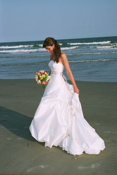 Beautiful And Relaxed Beach Wedding Dresses - Weddingomania