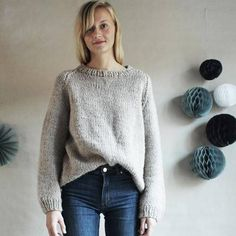 Koble av og strikk deg en lekker genser til våren. Autumn Fashion Women Fall Outfits, Going Out, Knit Crochet, Diva, Design Inspiration, Pullover, Knitting, Crocheting, Casual