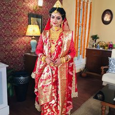 Bengali Saree, Bengali Bride, Bengali Wedding, Indian Silk Sarees, Banarsi Suit, Banarsi Saree, Bengali Bridal Makeup, Beautiful Saree, Kimono Top