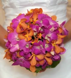 nice orchid bouquet,my two favorite design color combinations