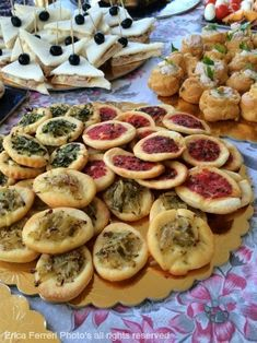 pizzette da aperitivo Girl Party Foods, Party Finger Foods, Snacks Für Party, Nacho Salat, Amazing Food Decoration, Birthday Bbq, Beer Recipes, Food Platters, Appetisers