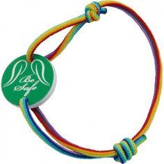 """Das wunderschöne Kinderarmband """"Be Safe"""" des beliebten Labels """"Be Safe Angel"""" ist ein tolles, besonderes Geschenk. Mit individueller Wunsch-Gravur auf einer Seite des grünen Acrylranhängers und regenbogenfarbenem Band. Versandkostenfrei bei melovely.de"""