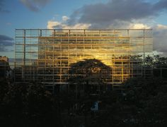 Jean Nouvel - Cartier Foundation for Contemporary Art - Paris, France - 1994 Jean Nouvel, System Architecture, Architecture Photo, Modern Architecture, Architecture Interiors, Architecture Parisienne, Richard Rogers, Fondation Cartier, Arquitetura