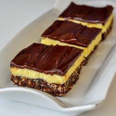 Chocolate Orange Nanaimo Bars - a new recipe with a twist on the classic Canadian treat, the Nanaimo bar. Here the sweet vanilla center gets infused with tangy orange flavor.move over Terry's Chocolate Orange Just Desserts, Delicious Desserts, Yummy Treats, Sweet Treats, Cookie Recipes, Dessert Recipes, Cookie Ideas, Baking Recipes, Nanaimo Bars