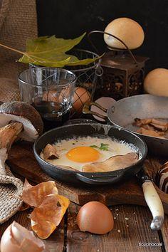 Uovo su fonduta e porcini