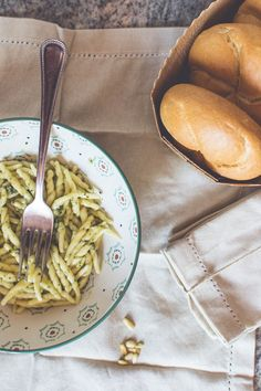 Here are two traditional recipes to cook pasta like an Italian: trofie al pesto…