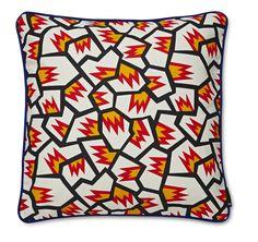 Coussin Memory - WH - Hay - Directement inspiré des archives de l'artiste plasticienne Nathalie Du Pasquier, ces coussins de tissus imprimés aux motifs africains résultent de ces voyages en Afrique et en Asie. On aime mixer ces coussins un brin décalé pour créer un superbe patchwork.