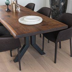 Mesa de madera de nogal