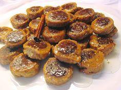 Υπέροχα ροξάκια νηστίσιμα με πορτοκάλι !!!! Υλικά 500 γρ.αλεύρι που φουσκώνει μόνο του 1/2 κούπα χυμό πορτοκάλι 1/2 κούπα αραβοσιτέλαιο ξύσμα από 1 ολόκληρο πορτοκάλι 1 φακ.ξερή μαγιά 2 κ.σούπας κακάο 2 κ.γλυκού κανέλα 1/2
