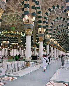Inner part of Masjid-E-Nabawi Shareef. Islamic Images, Islamic Pictures, Islamic Art, Al Masjid An Nabawi, Masjid Al Haram, Medina Islam, Muslim Pray, Mecca Wallpaper, Mekkah