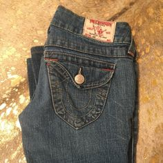 True Religion Jean sz 25 Medium wash, the Joey Jean. They're flared and have simple stitching on pockets. They were my favorite jeans for years so they show some slight love on the hemline. The inseam is 31! True Religion Jeans Flare & Wide Leg