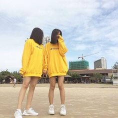 Ulzzang Korean Girl, Ulzzang Couple, Cute Friend Pictures, Best Friend Pictures, Cute Girl Face, Cool Girl, Lgbt, Korean Best Friends, Uzzlang Girl