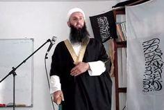 """Јача радикални ислам у БиХ  """"У Федерацији БиХ сада живи, односно дошло је 50.000 људи из арапског света. Они покушавају да шире ислам као религију. Многи од њих носе радикална обележја. Наравно да нас то веома брине. У настојању да то решимо, ми то питање јавно отва"""