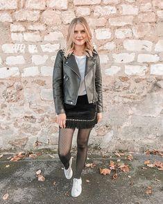 Joy | Mangue Poudrée | Reims 🥂 sur Instagram: BLACK LOOK 🐾 À l'heure où tout le monde poste son sapin de noël, je me suis dit que ça faisait longtemps que je n'avais pas posté un petit… Spring Look, Spring Summer, Dit, Lifestyle Blog, Spring Fashion, Leather Skirt, Summer Outfits, Reims, Skirts
