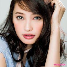 賢く選べばこんなにエレガントに! 「MAQUIA」4月号から、千吉良恵子さんのプチプラコスメを上手に活用したメイクとプチプラコスメ論をご紹介します。千吉良恵子Selectedスモーキーピンクが 奏でる大人上品顔「プチプラコスメは手軽にトレンドを楽しめる...