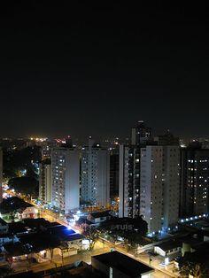 São José dos Campos à noite. Rua Prudente Meireles de Moraes, na Vila Ady-Anna. #Brasil #Brazil
