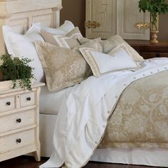 Indulge in luxury bedding that feels as good as it looks with the soft and calming Aileen bedset. $1177