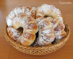 Nutellové rožky (fotorecept) - recept | Varecha.sk Bagel, Nutella, Treats, Sweet, Food, Basket, Sweet Like Candy, Candy, Goodies