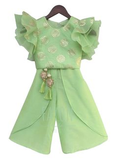 Buy Green Foil Print Top with Palazzo online, SKU Code: This Green color indowestern for girls for Kids comes with Shimmer Art Silk. Source by lakkipra Blouses Kids Dress Wear, Kids Gown, Kids Wear, Baby Dress Design, Baby Girl Dress Patterns, Baby Frocks Designs, Kids Frocks Design, Baby Girl Party Dresses, Little Girl Dresses