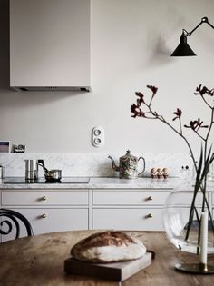 4 Wonderful Useful Tips: Best Counter Tops Granite gray counter tops kitchen countertops.Laminate Counter Tops With Oak Cabinets diy marble … – Kitchen Home Cassic – epo countertop kitchen Cute Kitchen, Diy Kitchen, Kitchen Interior, Kitchen Design, Awesome Kitchen, Kitchen Decor, Kitchen Worktop, Kitchen Countertops, Kitchen Cabinets Grey And White