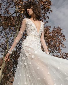 Welcome to the dreamy world of Liz Martinez Bridal. #dreamcometrue For inquiries email us at Info@lizmartinez.co.il