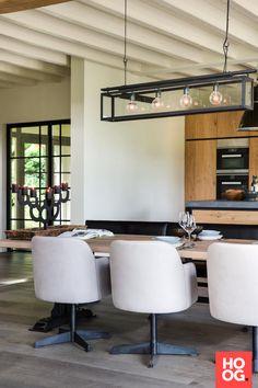 Luxe eettafel met designstoelen en bank bij open haard | eetkamer design | dining room | dining room design ideas | Hoog.design