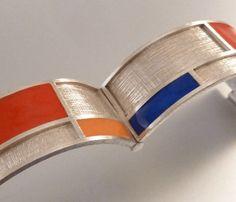 Prachtige massief zilveren armband 24mm breed met mondriaan vlakken. Uniek pronkstuk en fantastische decoratie voor een strakke outfit.