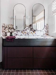 17 Fresh & Inspiring Bathroom Mirror Ideas to Shake Up Your Morning Lipstick Routine Bathroom Interior Design, Decor Interior Design, Interior Decorating, Decorating Bathrooms, Residential Interior Design, Interior Plants, Decorating Games, Interior Modern, Bad Inspiration