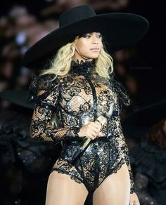 New outfit alert!! Beyoncé looks gorgeous in her her new opening lace outfit in Atlanta! <3 #FWT
