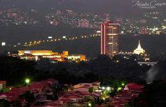San Salvador #VistaNocturna #SomosCiudad #AVITAT