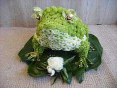 I found you a Flower Frog Mum, You loved them sooo much ! Funeral Flower Arrangements, Funeral Flowers, Floral Arrangements, Wedding Flowers, Art Floral, Floral Design, Funeral Sprays, Funeral Tributes, Sympathy Flowers