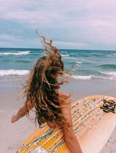 The thing that is first do every morning is go online to check the surf. If the waves are good, I'll go surf. Surfer Girls, Beach Aesthetic, Summer Aesthetic, Summer Pictures, Beach Pictures, Surfing Pictures, Summer Feeling, Summer Vibes, Summer Surf