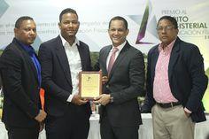 Armario de Noticias: INEFI entrega Premio al Mérito Magisterial en Educ...