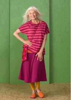Ostern mit Gudrun Sjödén - Der Rock aus Lyocell/Elasthan kommt in der perfekten Länge, die über das Knie reicht und damit praktisch zu jedem Anlass passt. Kaufe jetzt deinen neuen einfarbigen Rock: http://www.gudrunsjoeden.de/mode/produkte/roecke